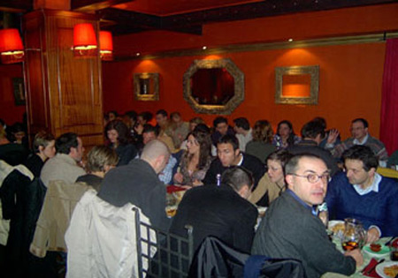 Aumenta i clienti del ristorante con le cene per socializzare